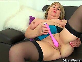 Aunty Trisha's hard nipples and old pussy need loving