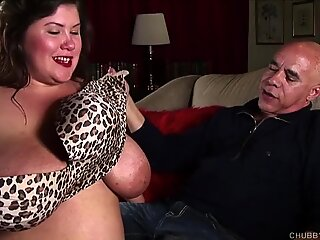 Cock hungry big tits BBW beauty gives an amazing blowjob