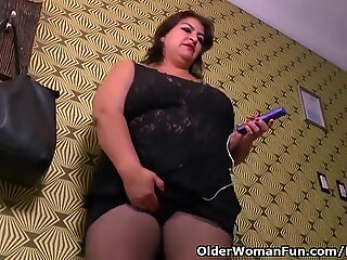 plus-size mummy Carmen lurks vibrating egg in pantyhose