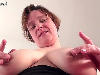Amateur housewife with saggy tits pleasing herself