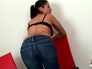These tight blue jeans look great on my 18yo ass