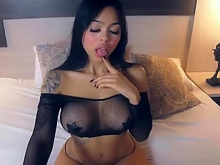 Bold And Busty Babe In Black Show Off Live In Bed