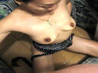 in dusche auf thaigirl uriniert